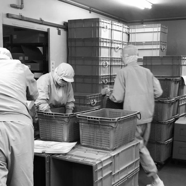 手仕事の領域をあえて残す山長商店の削り節製造工場